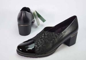 Zapato mocasín abotinado tacón medio Pitillos 5733 negro